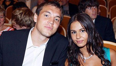 Артем Дзюба с женой